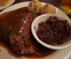 Sauerbraten mit Salzkartoffeln und Rotkohl selber machen - ein Festtagsschmaus
