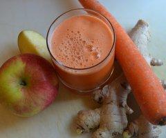 Multivitaminsaft mit frischem Obst einfach selber machen