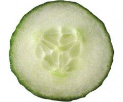 Erfrischenden Gurkensalat mit Sahnedressing einfach selber machen
