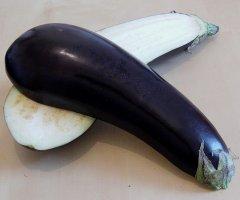 Auberginencreme selber machen - perfekt als Dip zu gegrilltem Fleisch, zu Gemüse oder einfach zu Brot